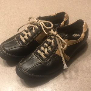 Born Lace Up Handcrafted Leather Oxford Sneakers